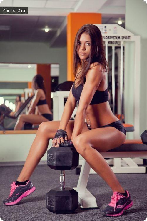Красивая девушка с отличным метаболизмом