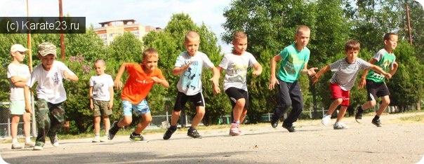 Тренировки и упражнения: Тренировки на стадионе школы №7 по пятницам и субботам